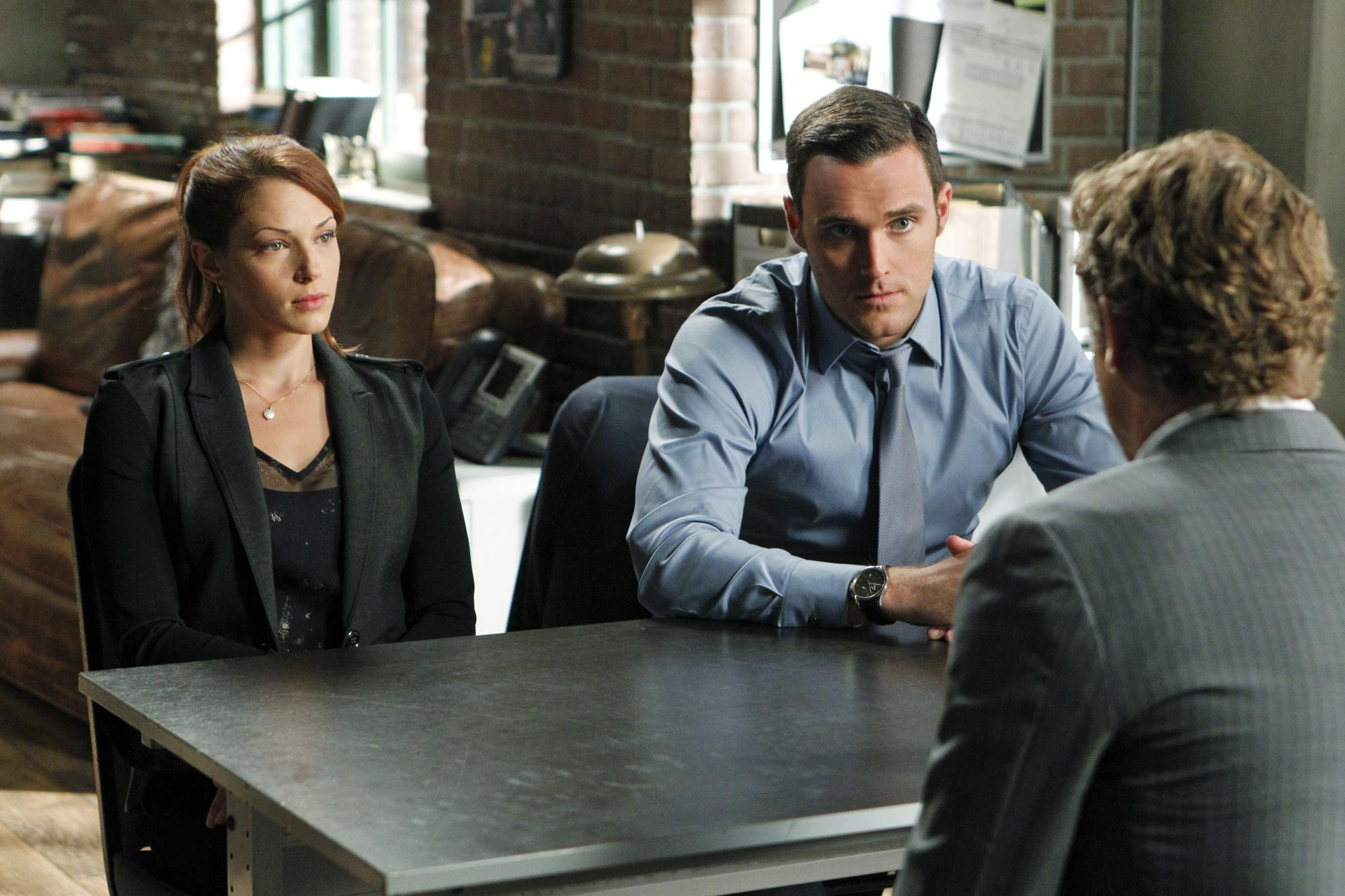 picture-of-simon-baker-amanda-righetti-and-owain-yeoman-in-the-mentalist-large-picture