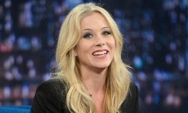 Christina Applegate Gets Rob Lowe's Attention Guesting On 'The Grinder'