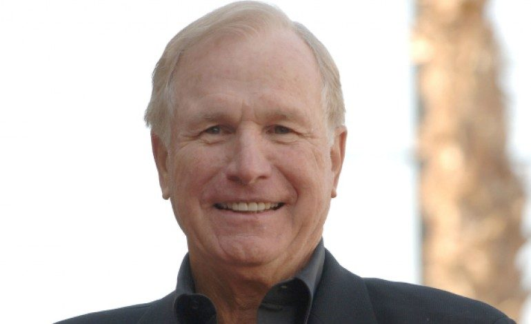 'M.A.S.H.' Actor Wayne Rogers Dies at 82