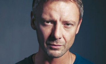 "John Simm Cast on ABC's ""The Catch"""
