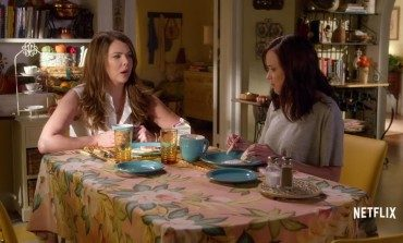 Lauren Graham Reveals that a 'Gilmore Girls' Clause in Her Contracts Frees Her Up for Any Possible Reunions