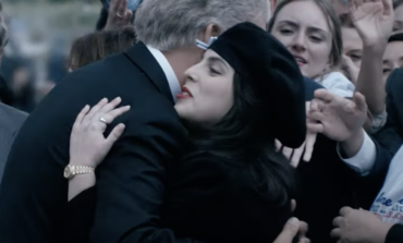 'Impeachment: American Crime Story' Trailer: Beanie Feldstein and Clive Owen Disappear into Monica Lewinsky and Bill Clinton